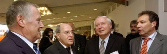v.l.n.r. Lothar Bisky, Gregor Gysi, Oskar Lafontaine und Klaus Ernst